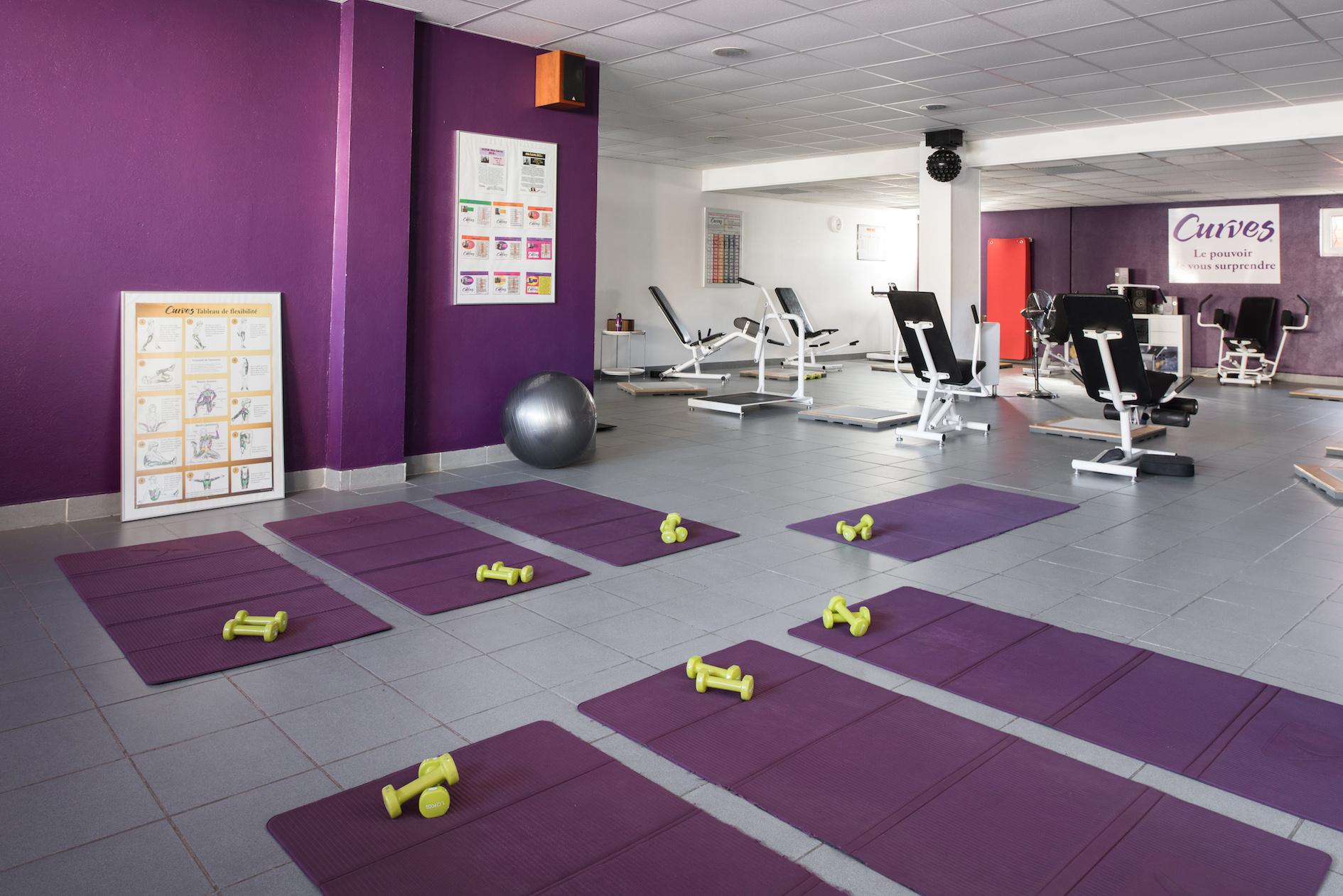 annie-mazuy-une-salle-de-sport-girly-salle-de-sport-violet ...